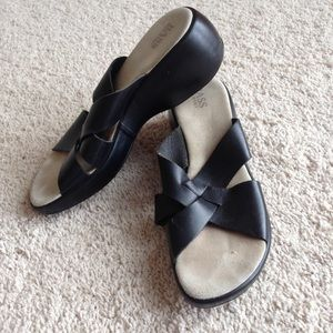 Bass women's size 10 strappy heeled black sandals